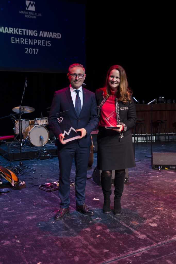 Fotonachweis: Grubenglück v. r. n. l.: Mark Eslamlooy für die ARDEX GmbH (Marketing Award 2017) und Annette Dabs (Ehrenpreis 2017)